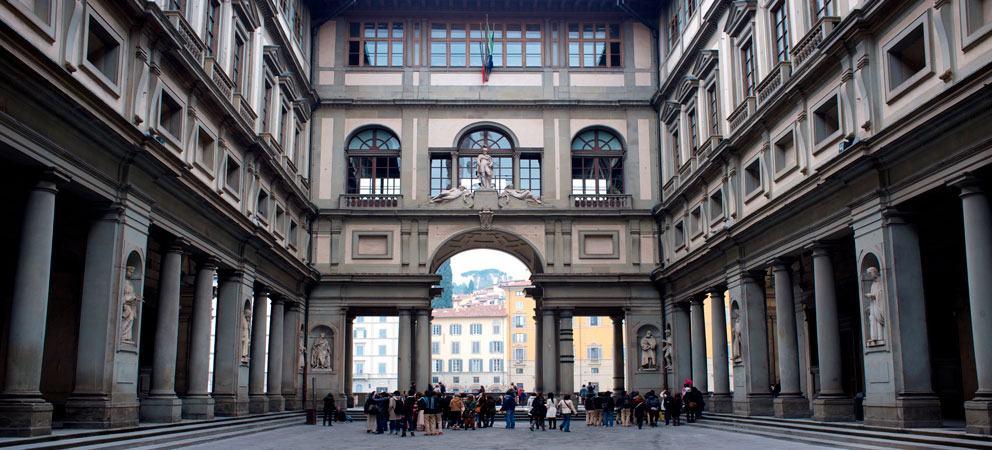 Vista a la Galeria Degli Uffizi en Florencia