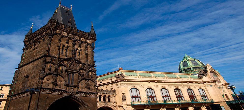 Como es la Torre de Polvora de Praga